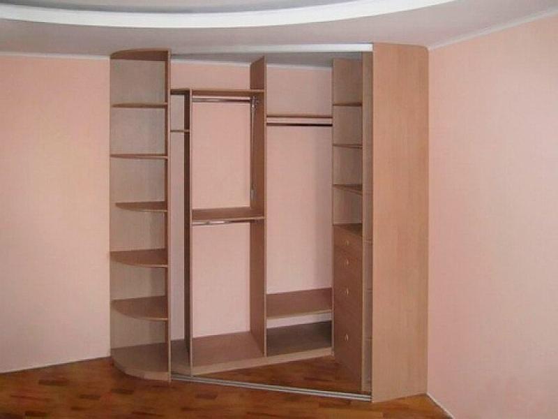 В чем преимущества встроенного шкафа - фото 4
