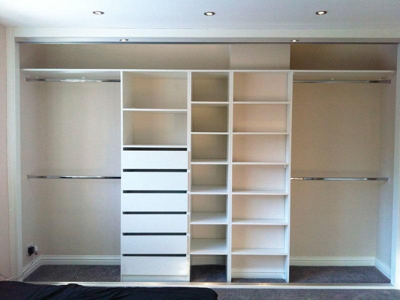 В чем преимущества встроенного шкафа - фото 2