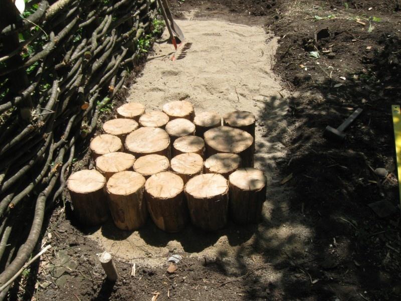 Изготовление садовой дорожки из бревен - фото 3